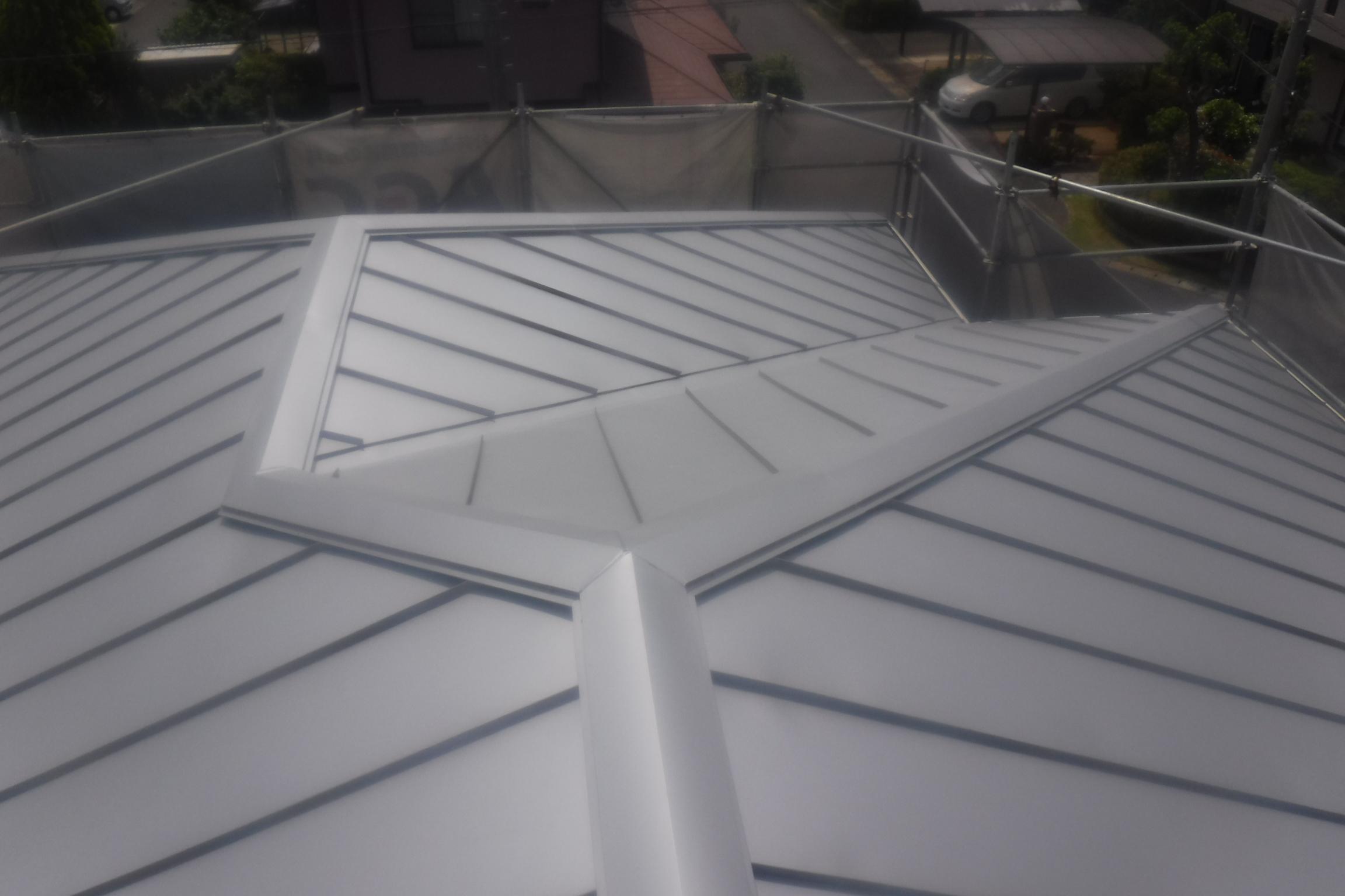 唐津にてコロニアルを耐久性の屋根にリフォーム