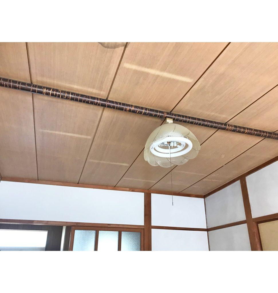 和室用天井が傷んでいます。