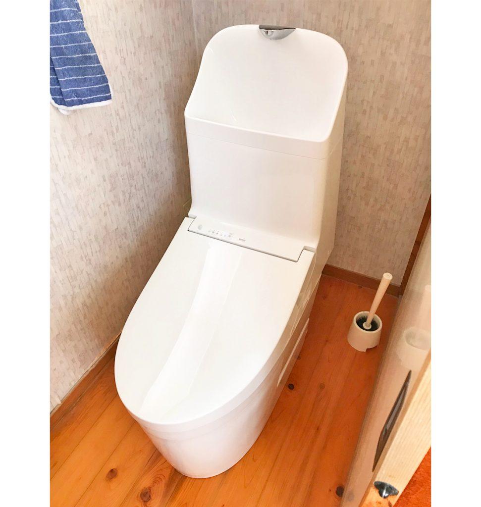 INAXからTOTOに。 自動開閉、自動洗浄機能が付いた商品を選ばれました。